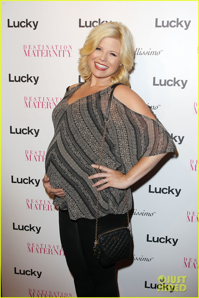 megan hilty says she bullies audiences into buying her cds 093184588