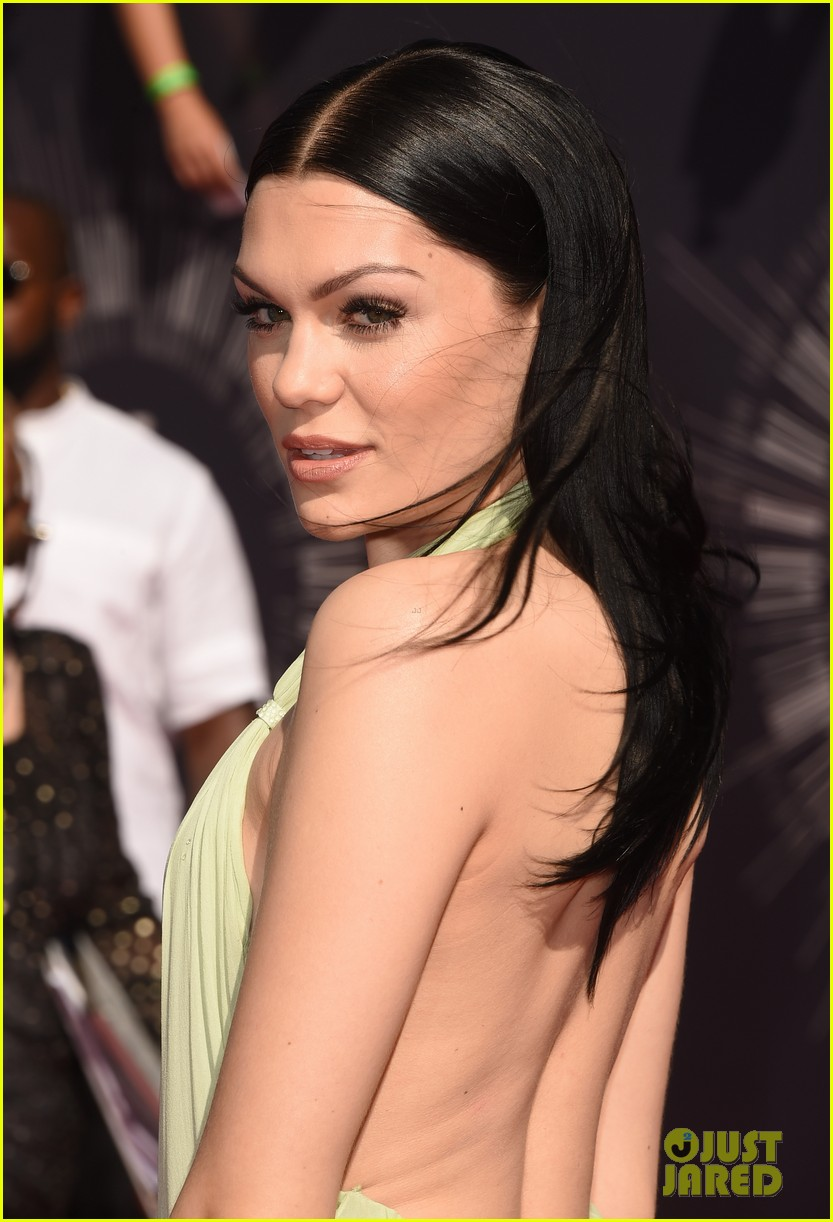jessie j wears vintage backless dress to mtv vmas 2014 033182278