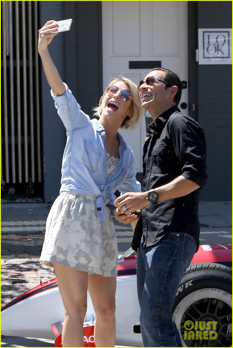julianne hough helio castroneves selfie before race 05