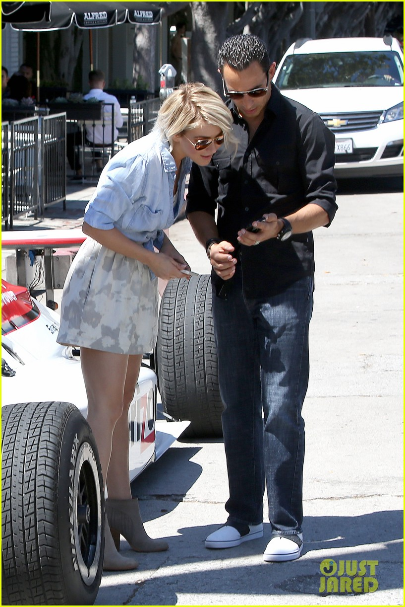 julianne hough helio castroneves selfie before race 09