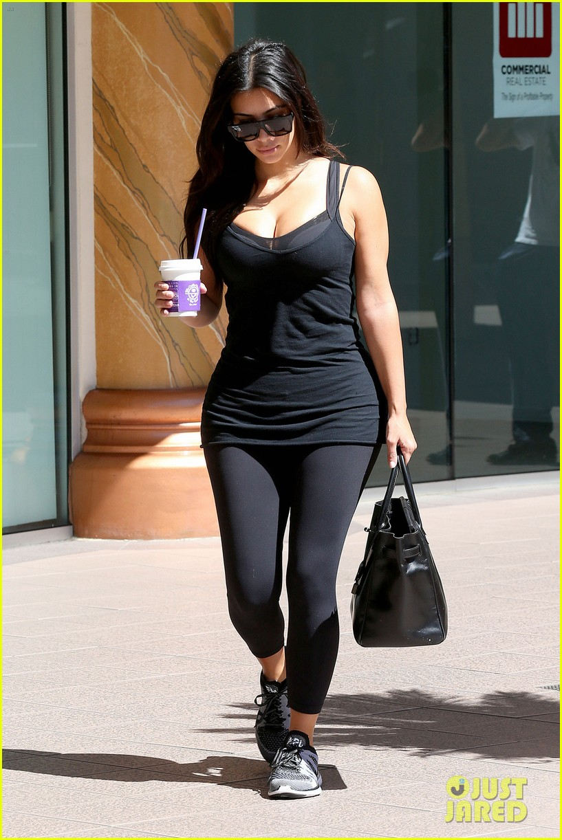 kim kardashian gym tights accentuate her curves 153185649