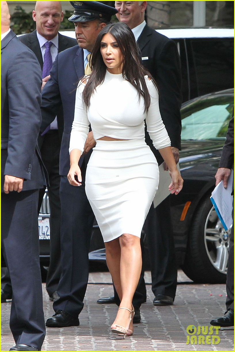 kim kardashian showcase acting on 2 broke girls 013183934