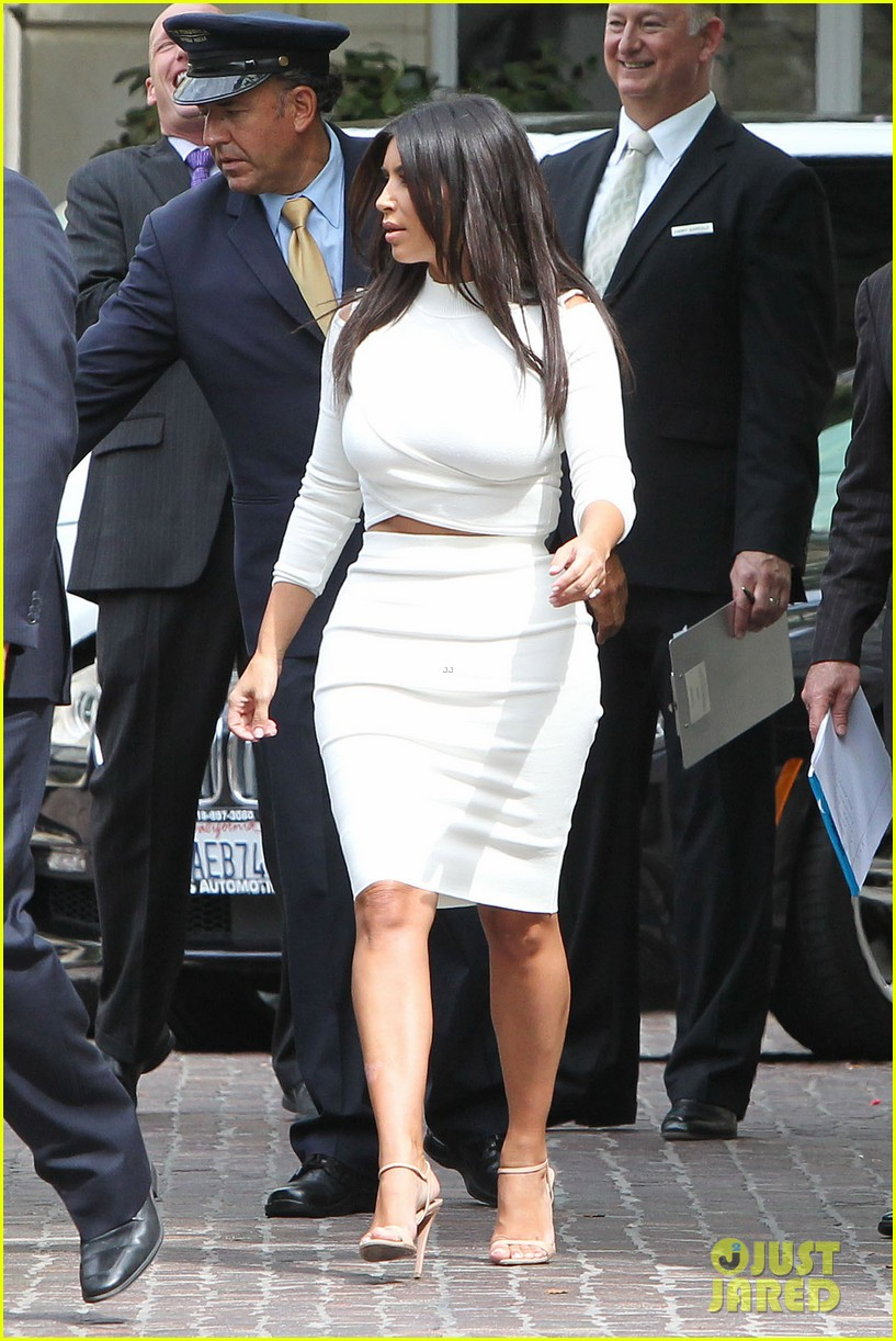 kim kardashian showcase acting on 2 broke girls 07