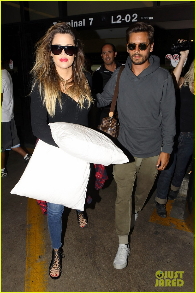 khloe kardashian touches down at lax with scott disick after hosting together 05