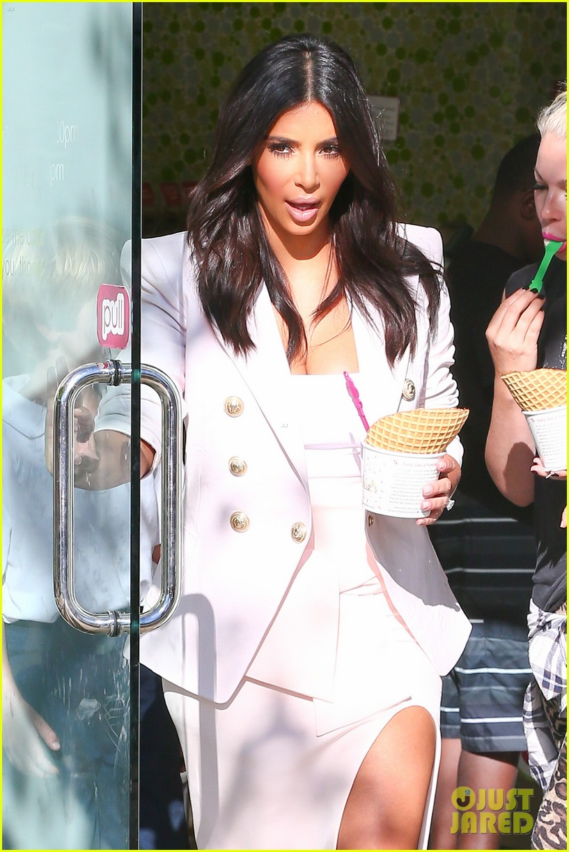 kim kardashian satisfies her sweet tooth with some fro yo 103185761