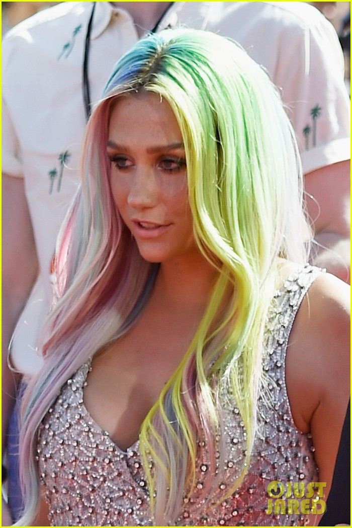 kesha mtv vmas red carpet 2014 023182247