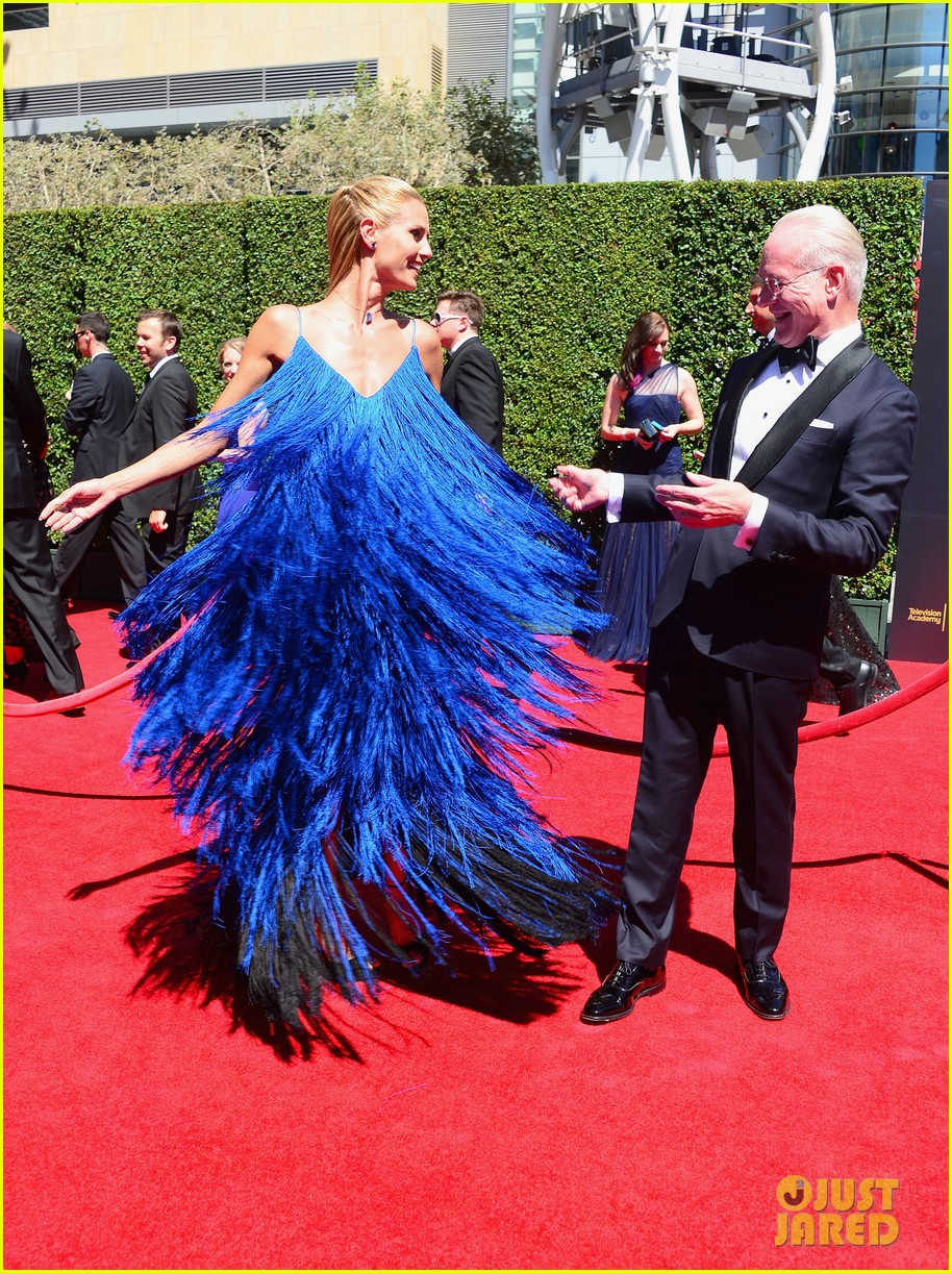 heidi klum twirls into tim gunn creative arts emmys 06