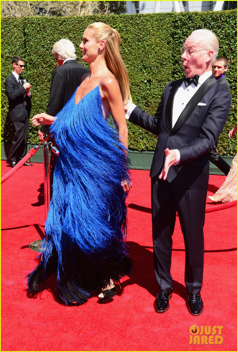 heidi klum twirls into tim gunn creative arts emmys 09