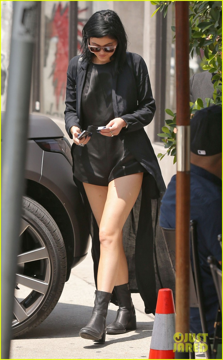 kylie jenner steps out after minor car accident 043179271