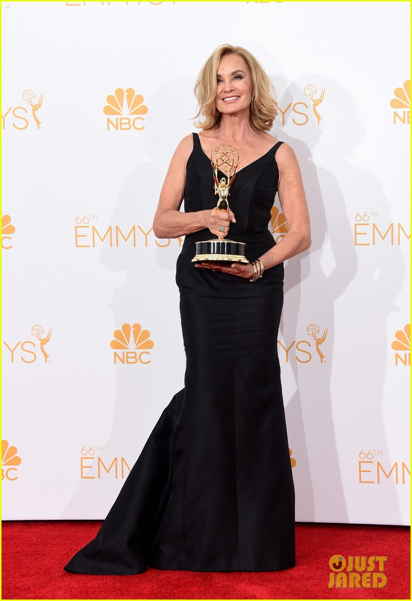jessica lange brings her emmy to fox after party 05