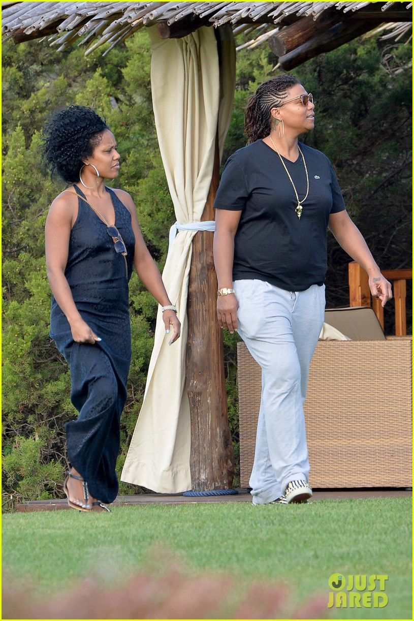 queen latifah shares kiss with girlfriend during romantic italian vaca 01