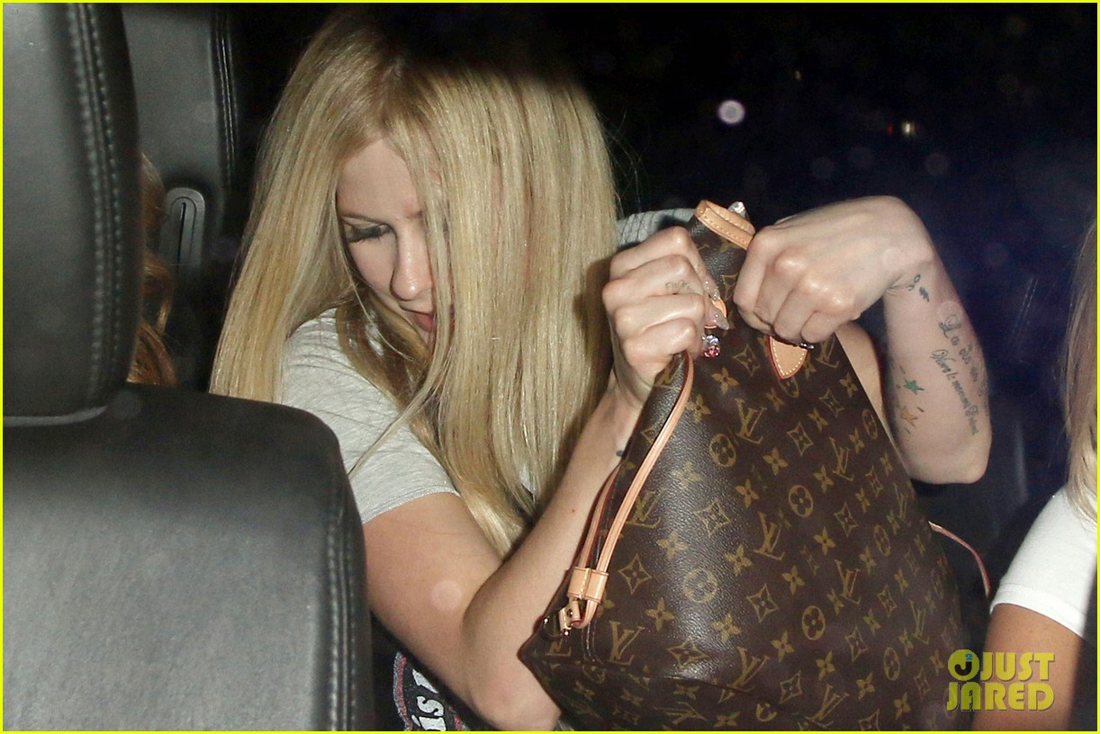 avril lavigne no wedding ring solo chateau 023186342