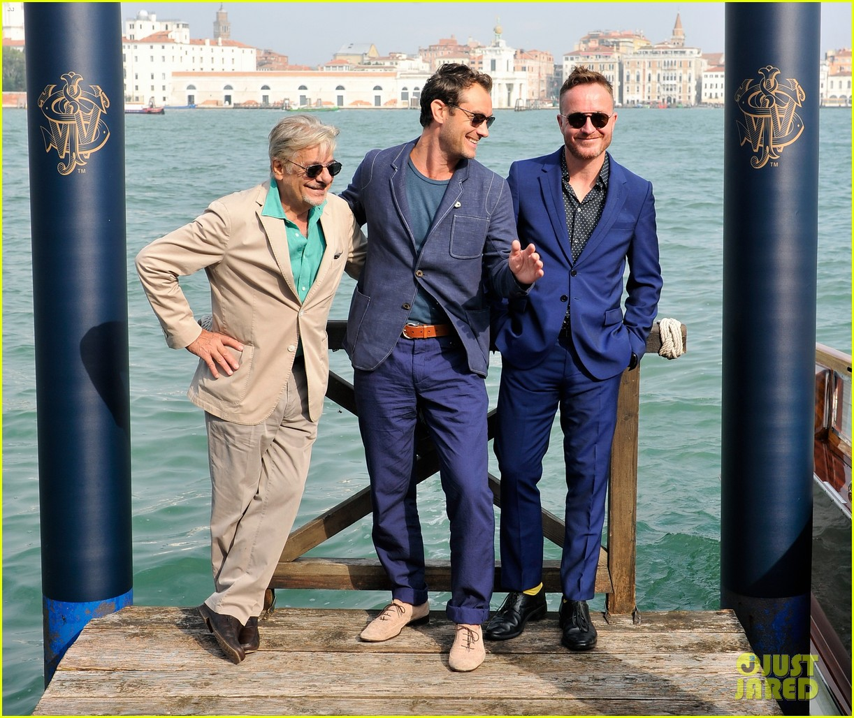 jude law debuts the gentlemans wager at the venice film festival 01