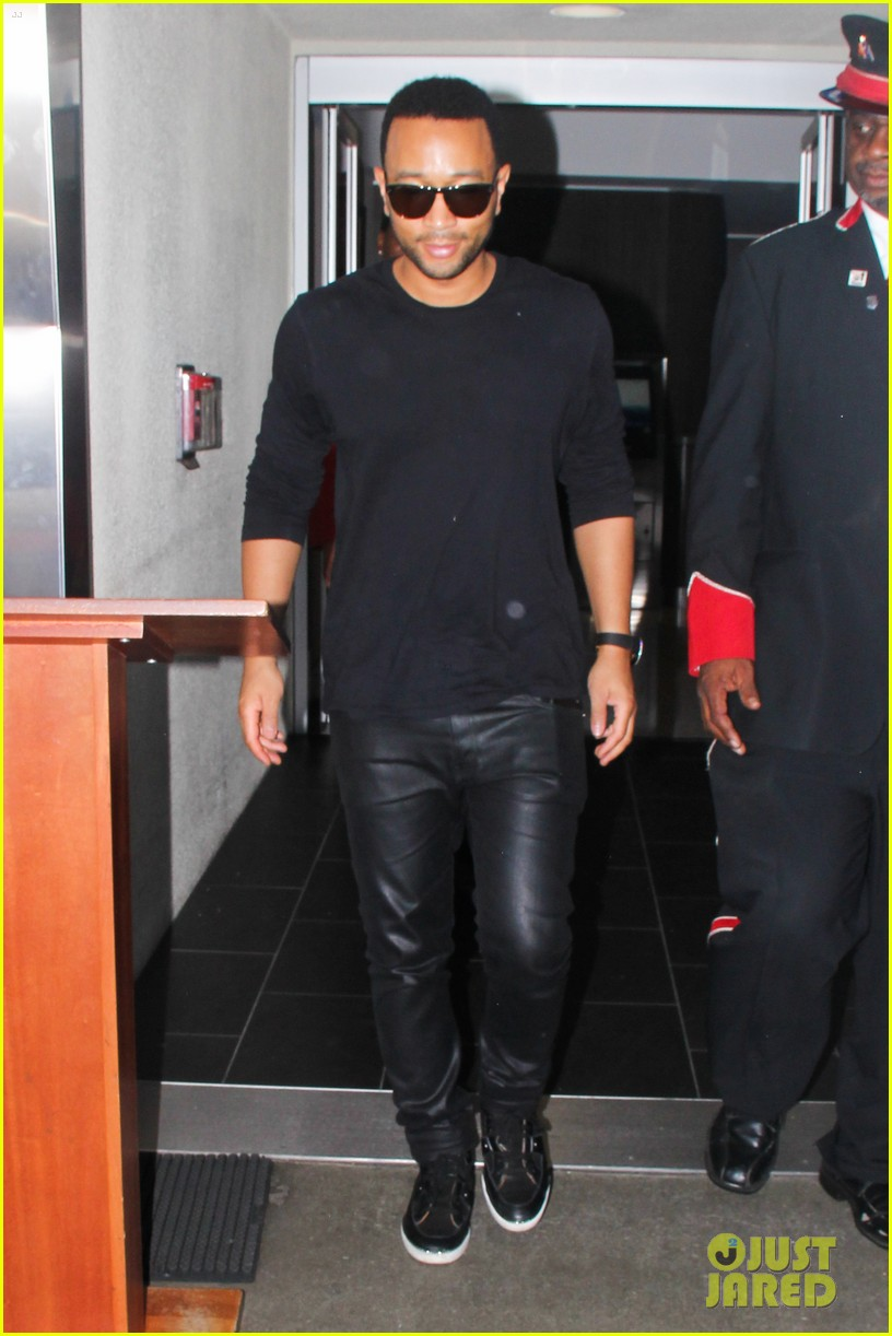 chrissy teigen john legend la to miami 05