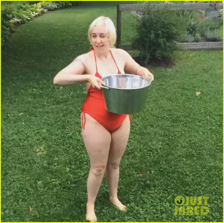 lena dunham als ice bucket challenge blonde hair 023178047