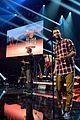 adam levine celebrates maroon 5 new album v 01