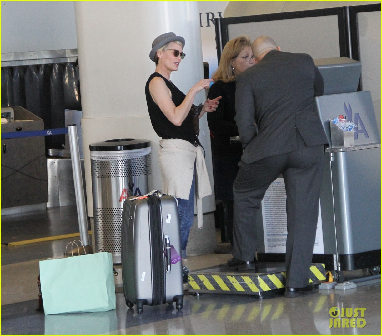 kate mara robin wright fly out of los angeles 163185199