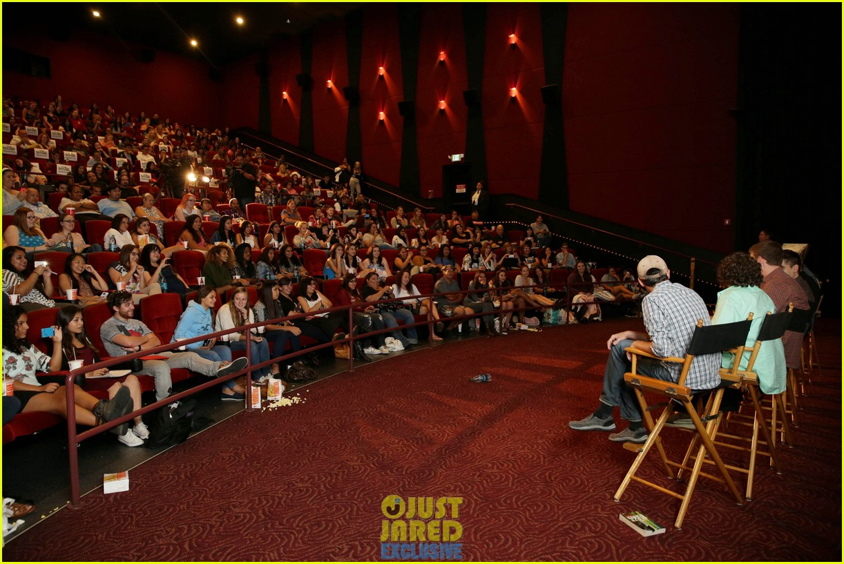 dylan obrien maze runner justjared screening 17