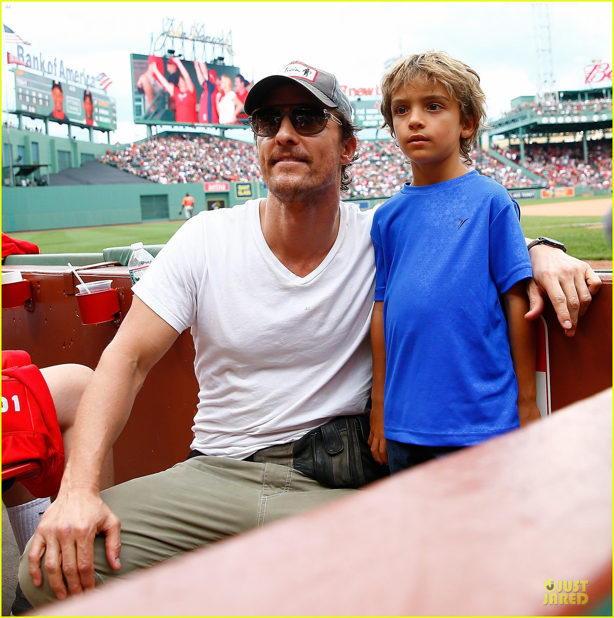 matthew mcconaughey is afraid to wear fanny pack 01