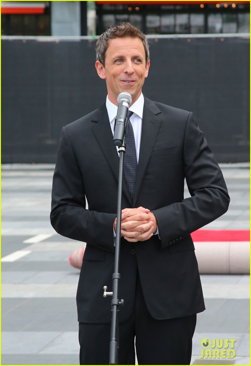 seth meyers rolls out the emmy awards red carpet 17