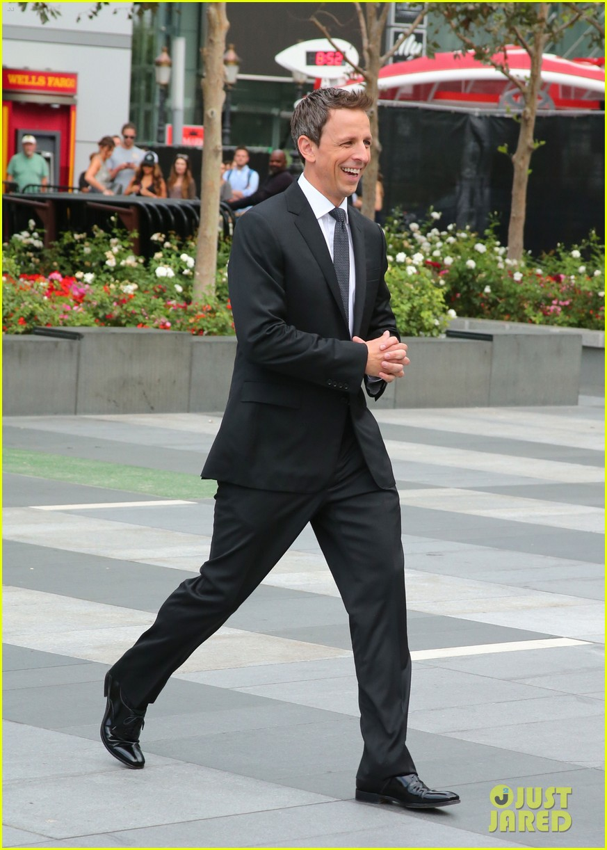 seth meyers rolls out the emmy awards red carpet 18