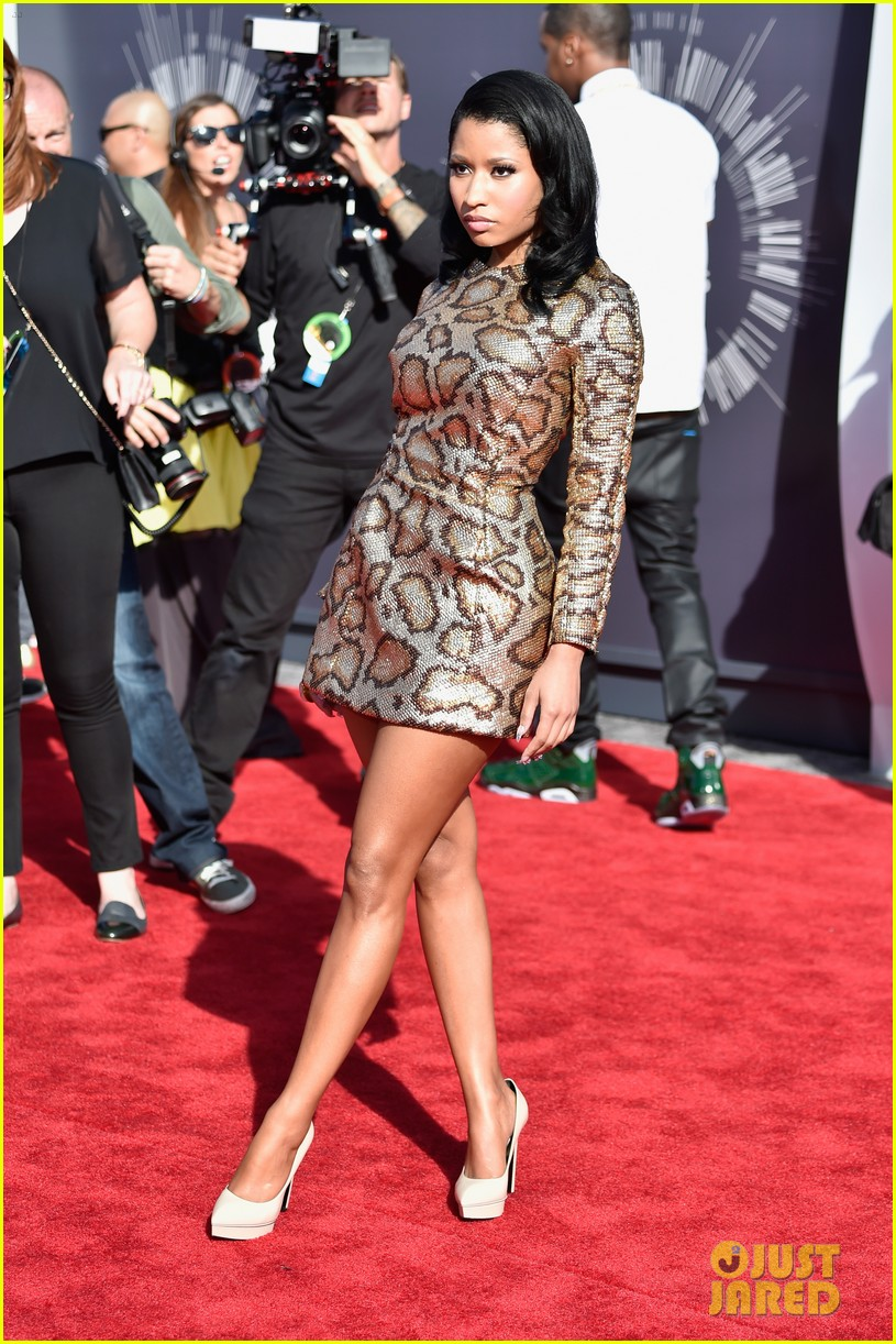 nicki minaj channels her inner anaconda at mtv vmas 2014 04