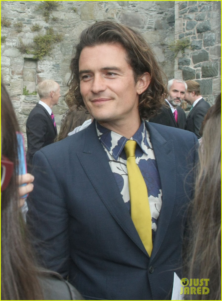 orlando bloom takes selfies wedding ireland 04