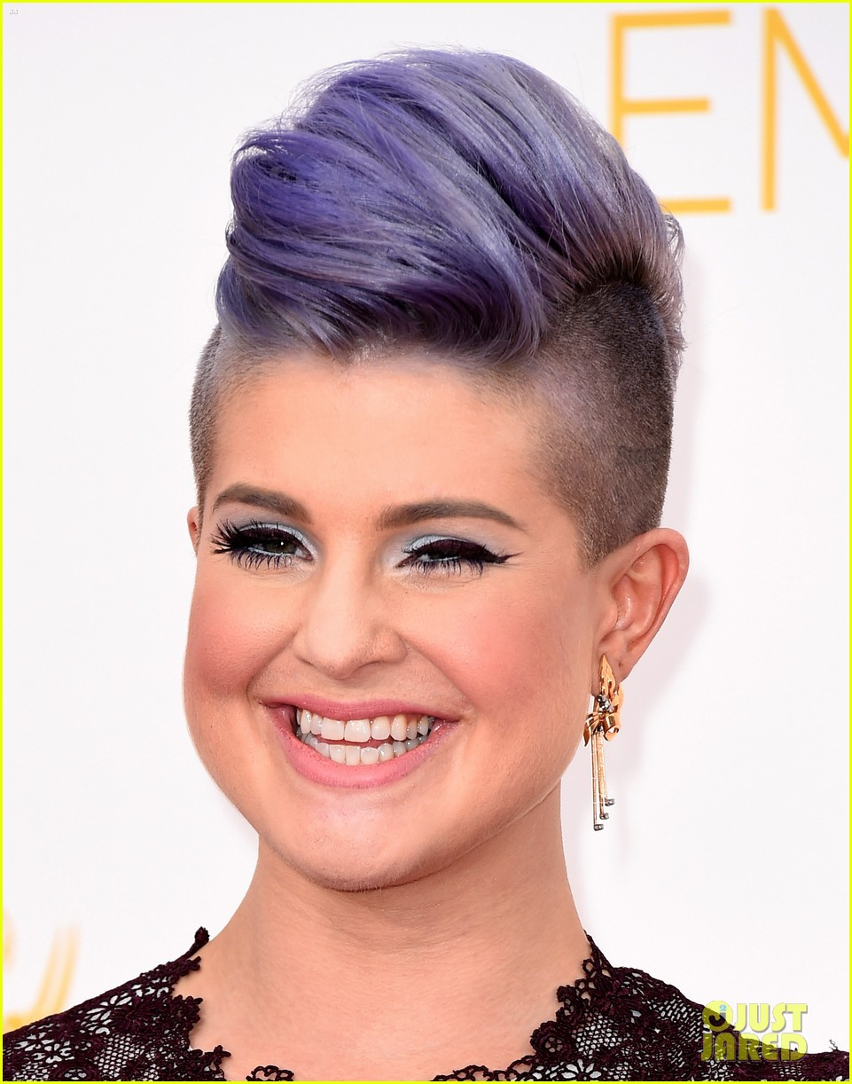 kelly osbourne giuliana rancic emmy red carpet 013183190