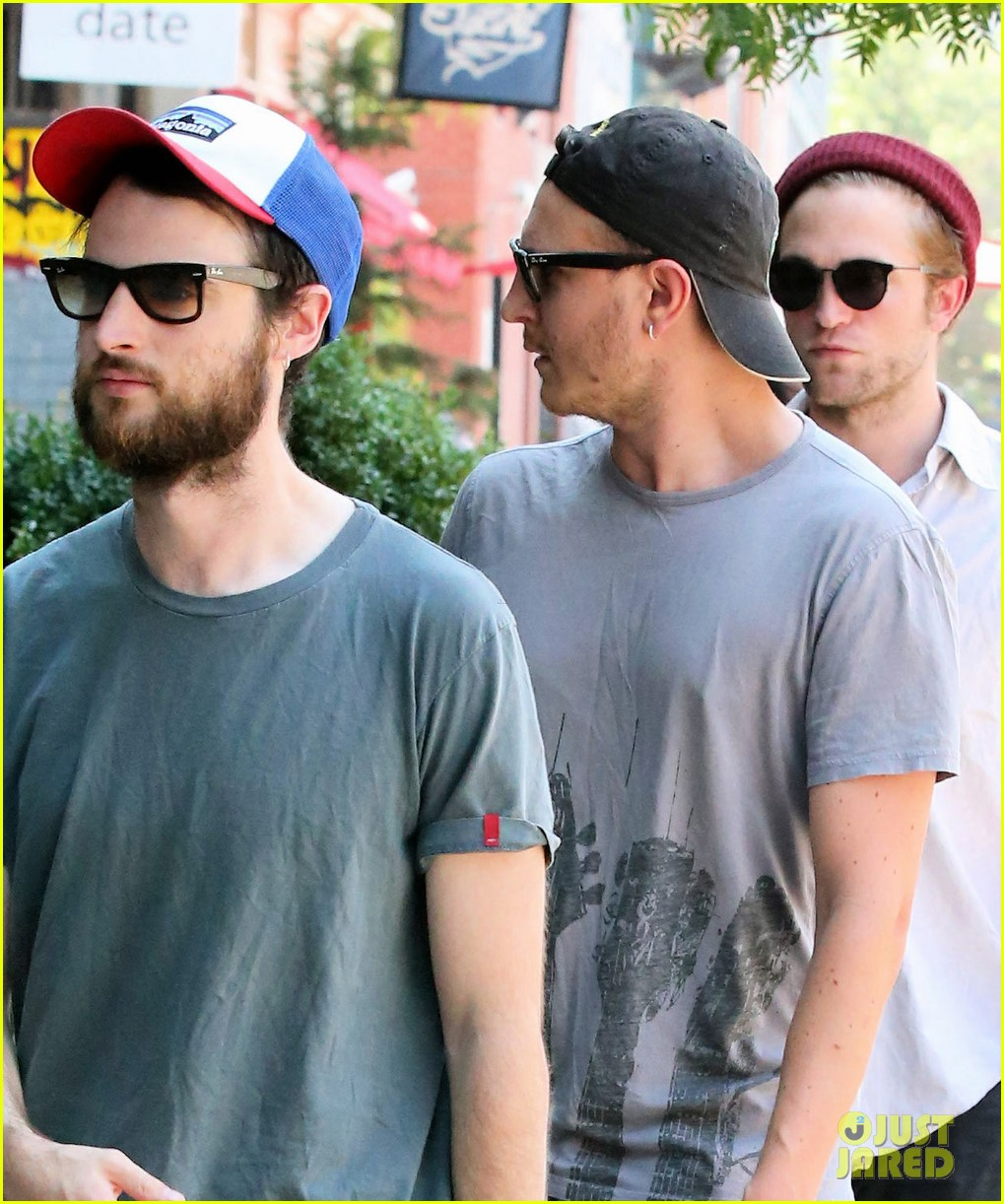 robert pattinson hands with tom sturridge friends 043184896
