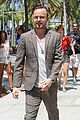 aaron paul shows why he is nice guy 04