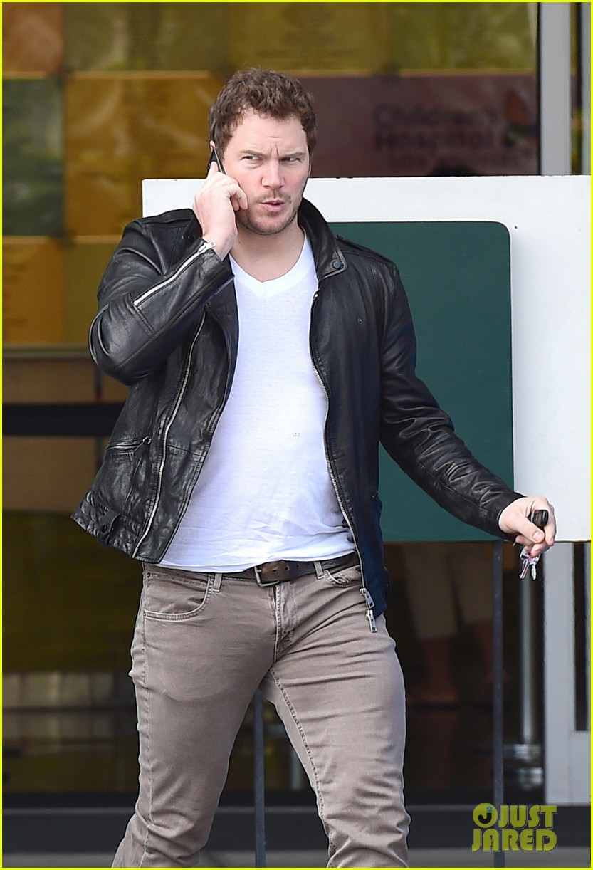 hunky chris pratt looks super fine in leather jacket 043179719