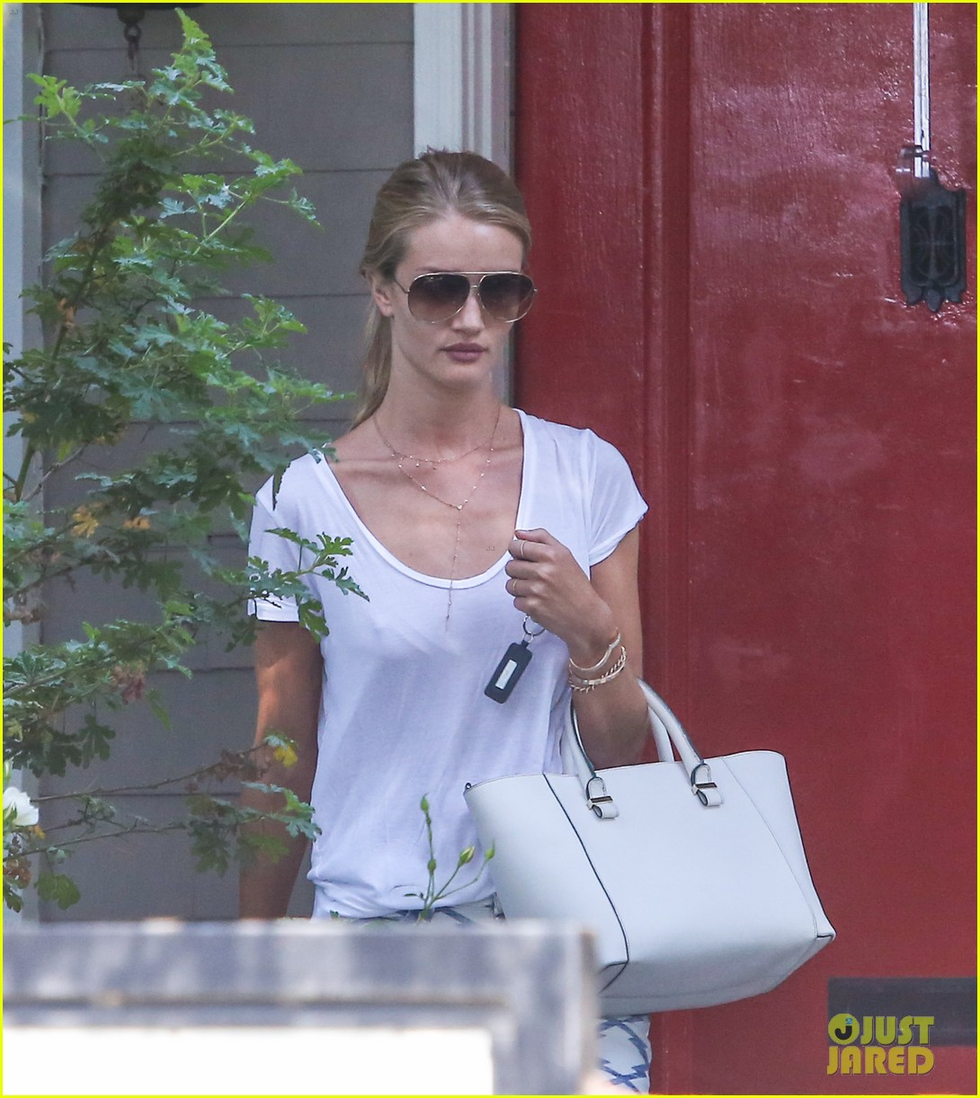 rosie huntington whiteley takes care of business in la 11