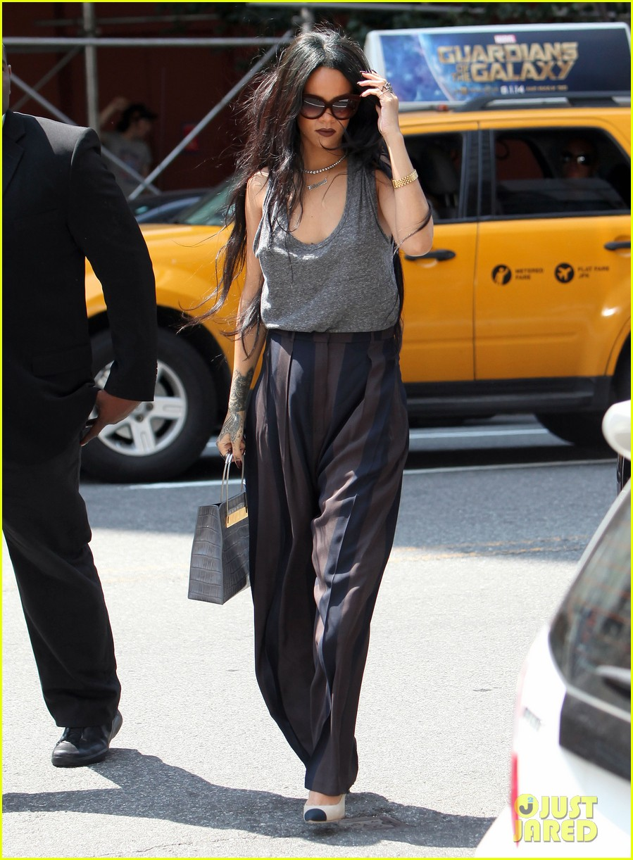 rihanna goes braless in new york city 053179695