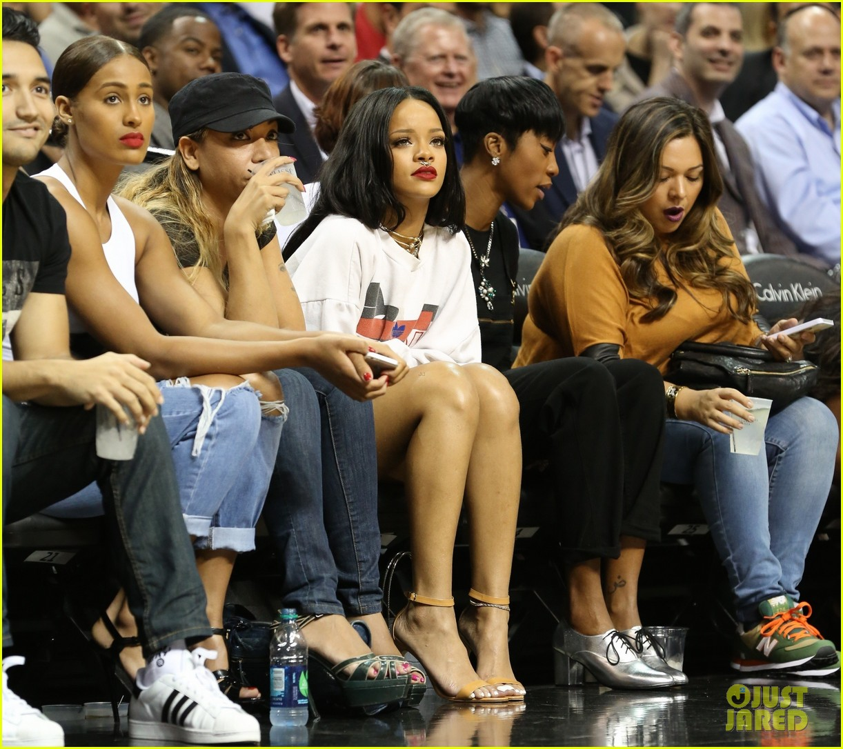 rihanna watches chris brown play basketball in courtside seats 213180653