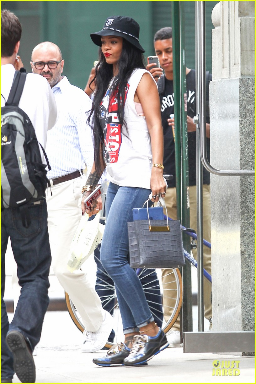 rihanna restraining order against intruder 073181047