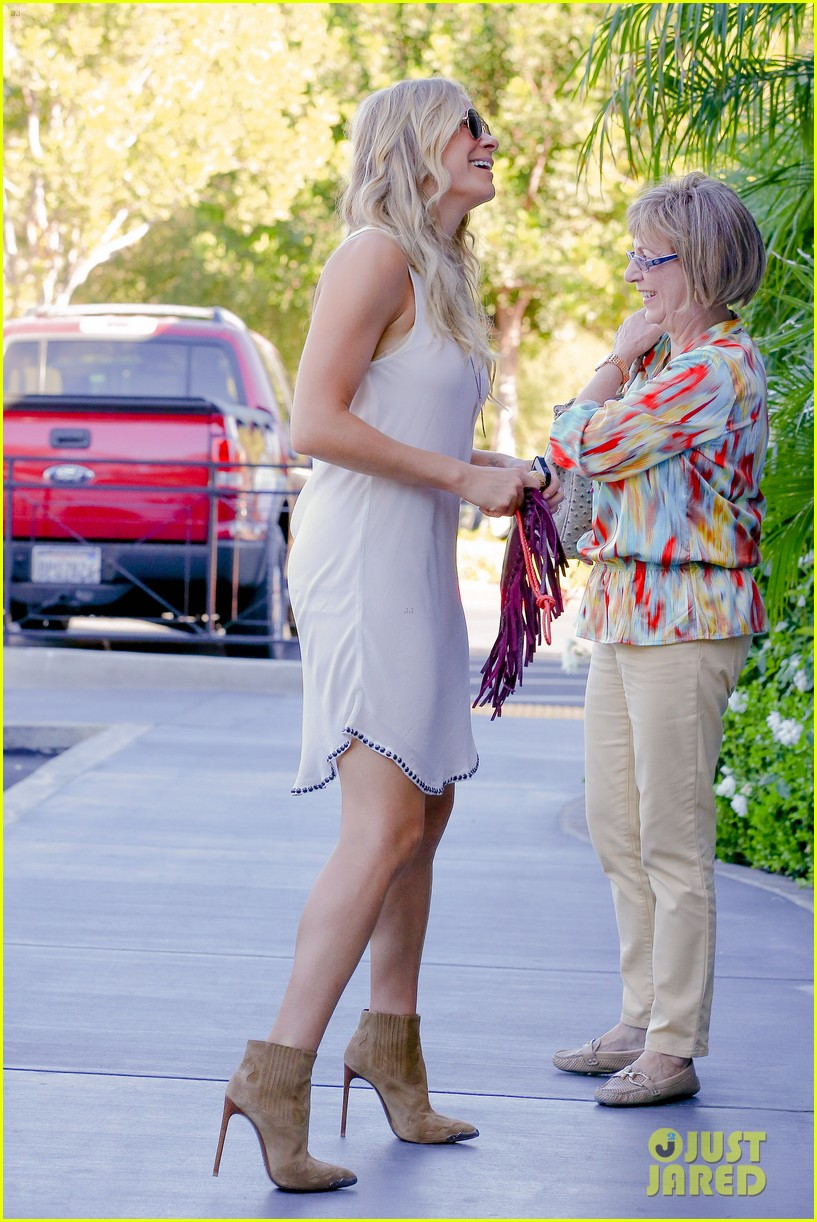 leann rimes steps out after getting backlash for rape joke 033185227