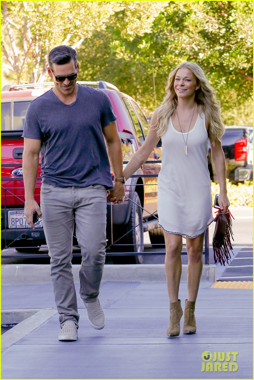 leann rimes steps out after getting backlash for rape joke 163185240