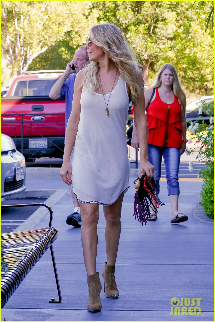 leann rimes steps out after getting backlash for rape joke 213185245