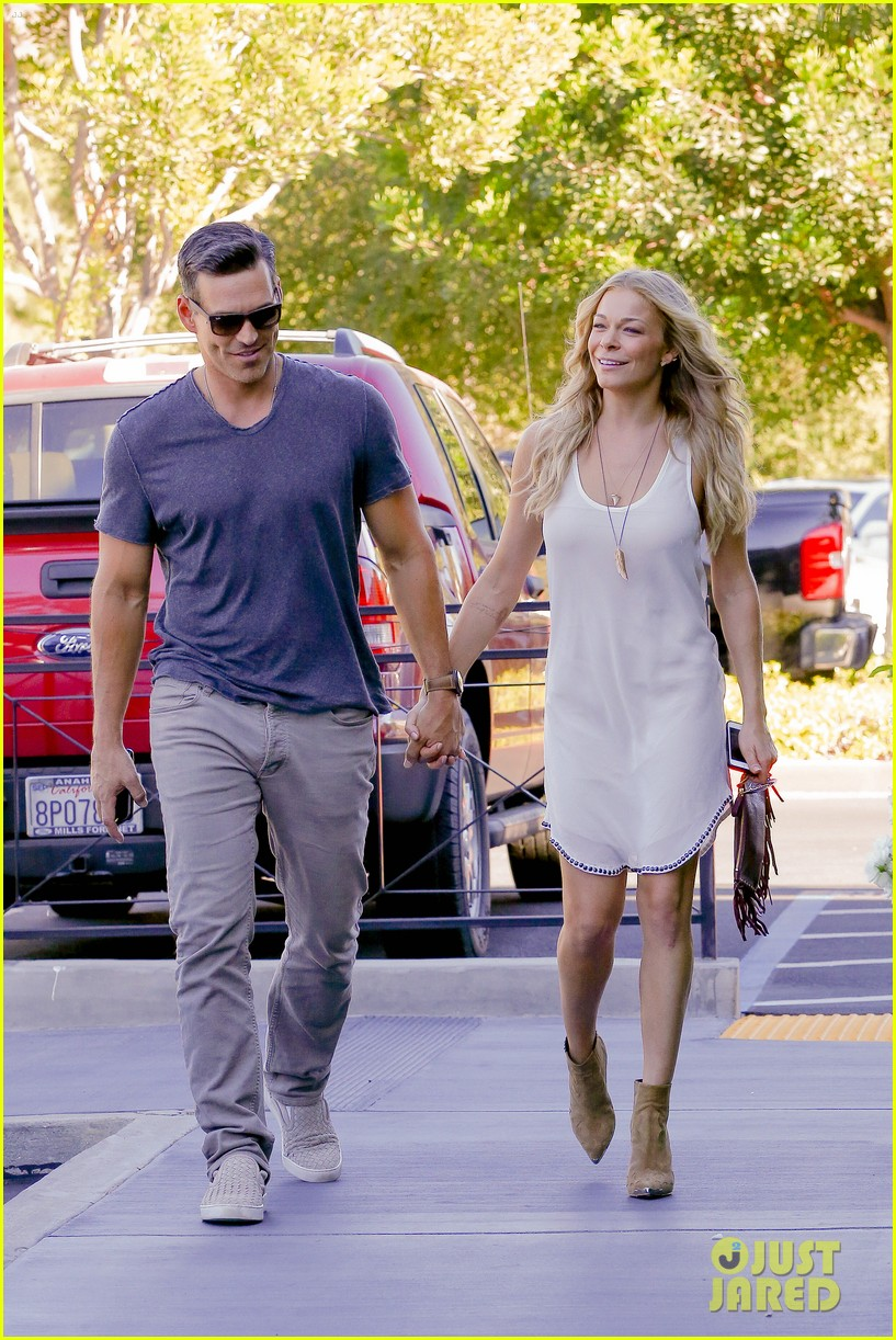 leann rimes steps out after getting backlash for rape joke 22