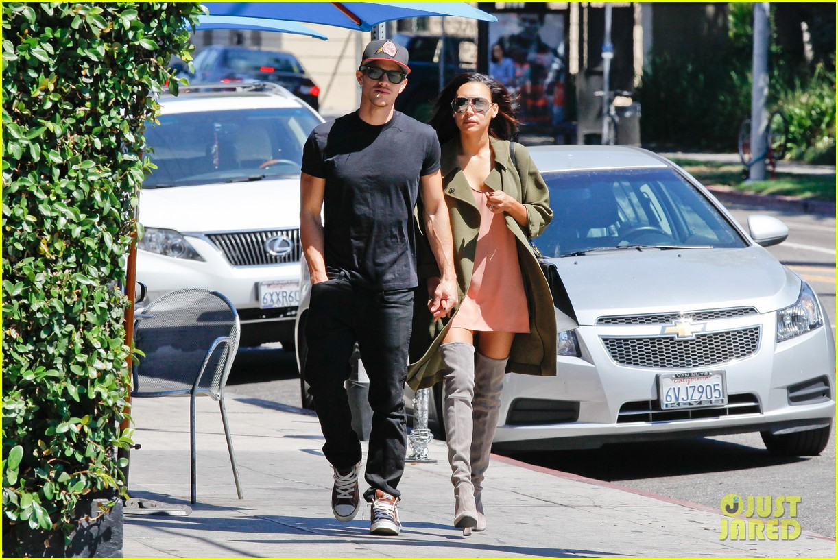 naya rivera ryan dorsey hold hands birds cafe 113180276
