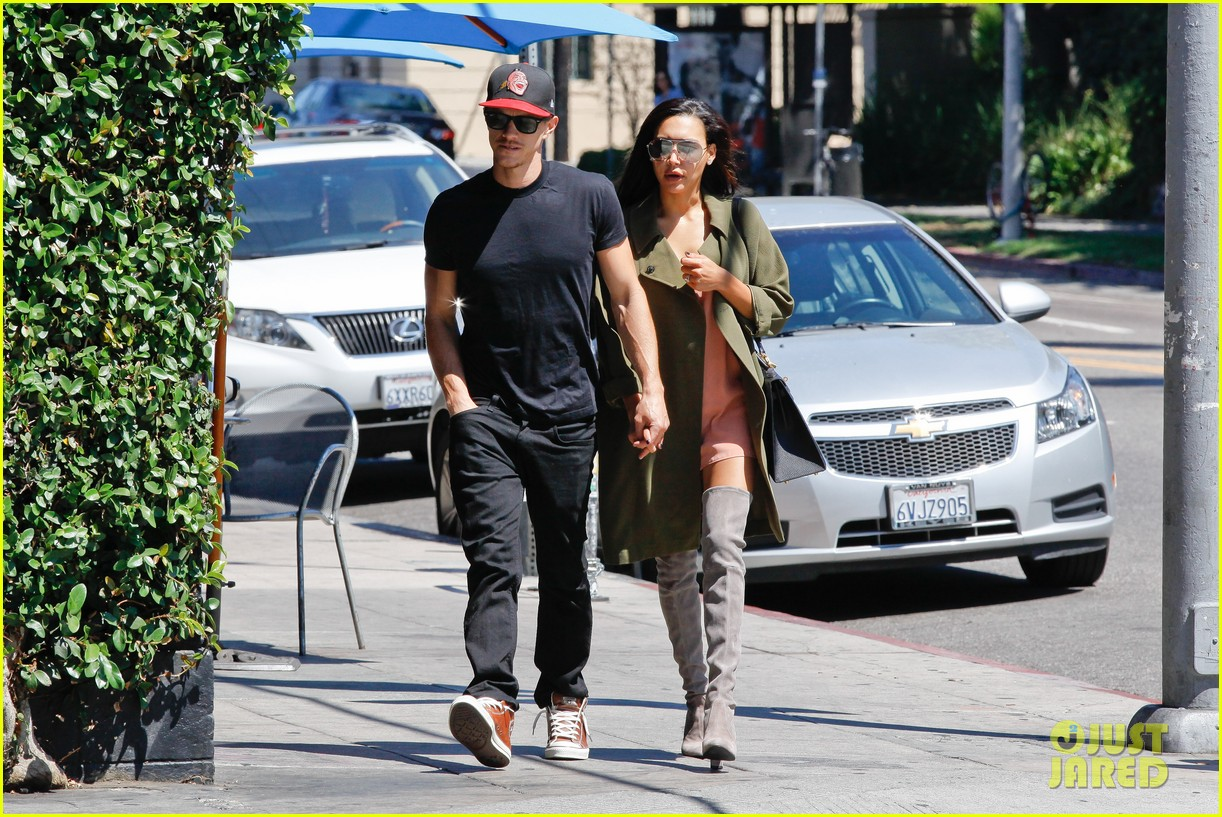 naya rivera ryan dorsey hold hands birds cafe 143180279