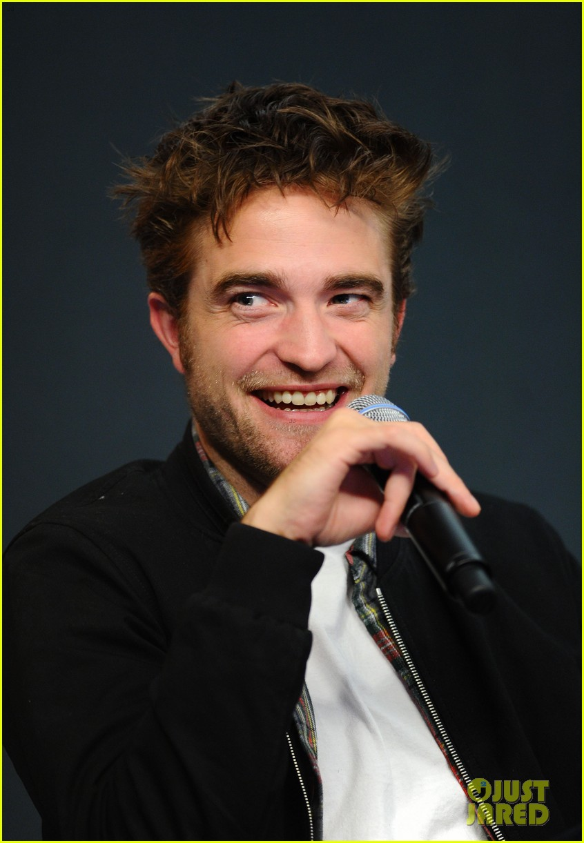 robert pattinson facial expressons the rover event 083172450