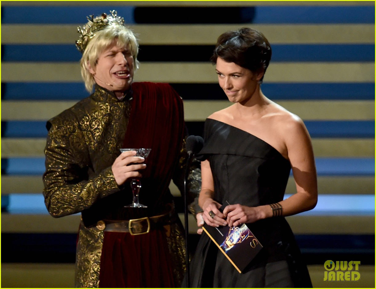 andy samberg plays game of thrones joffrey on stage at the emmys 2014 02