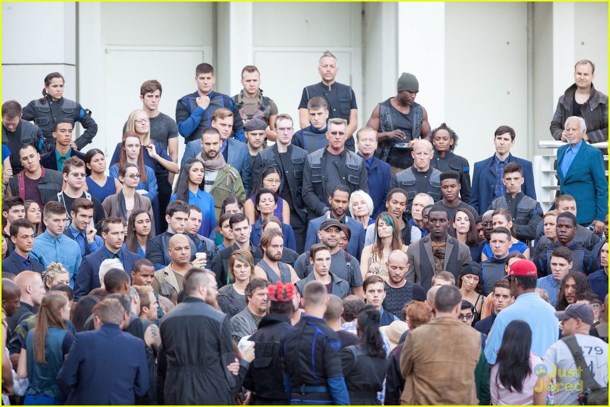 shailene woodley theo james insurgent set filming 073184136