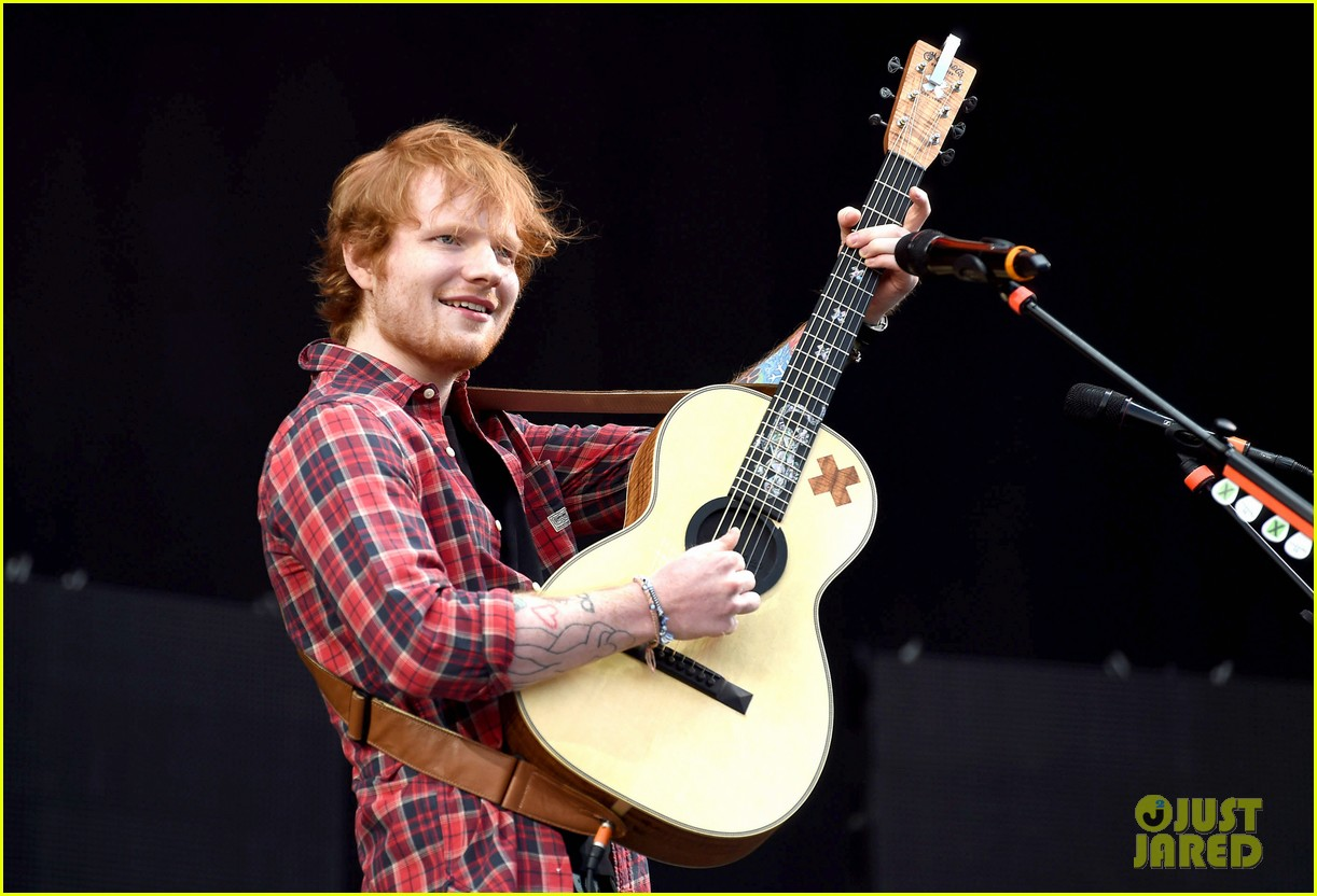 ed sheeran v festival performance sing 02