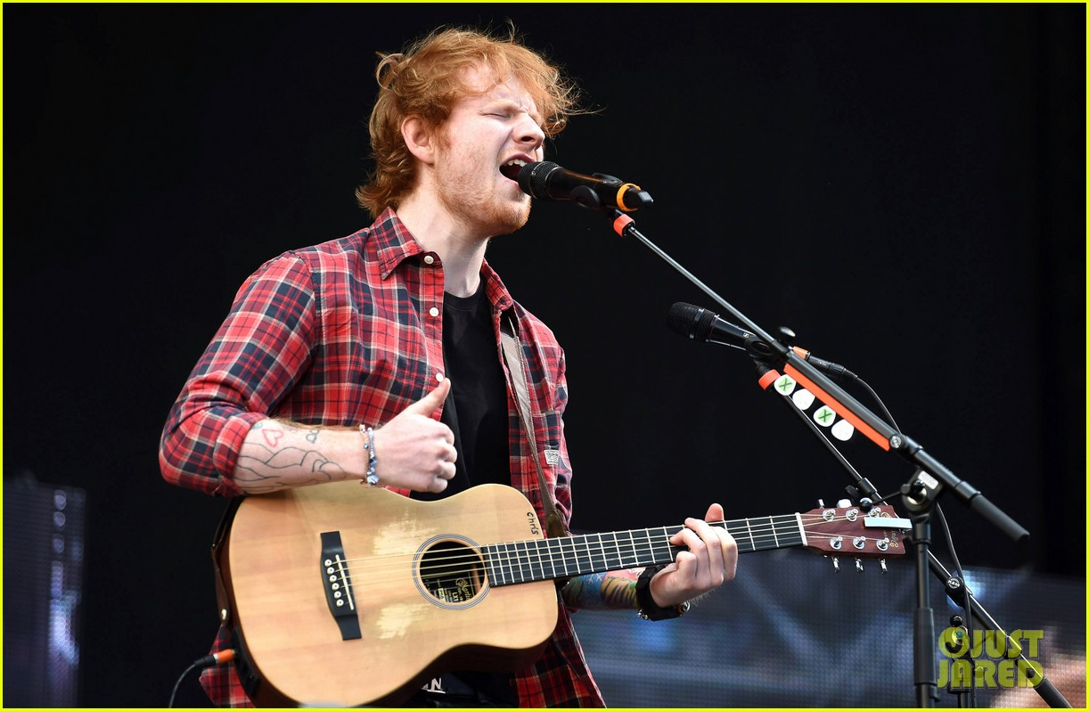 ed sheeran v festival performance sing 063177592