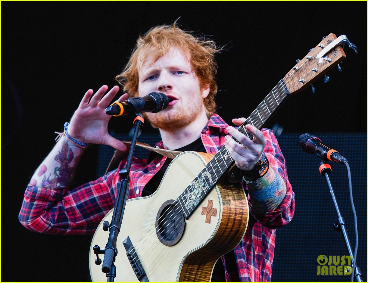 ed sheeran v festival performance sing 133177599