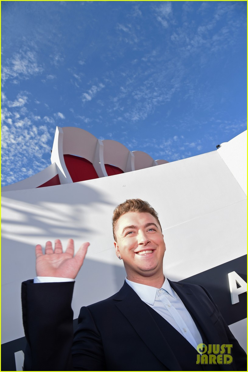 sam smith meets up with beyonce backstage at the mtv vmas 2014 043182419