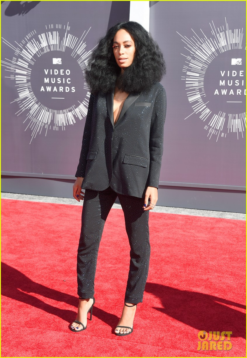solange knowles supports beyonce at mtv vmas 2014 03