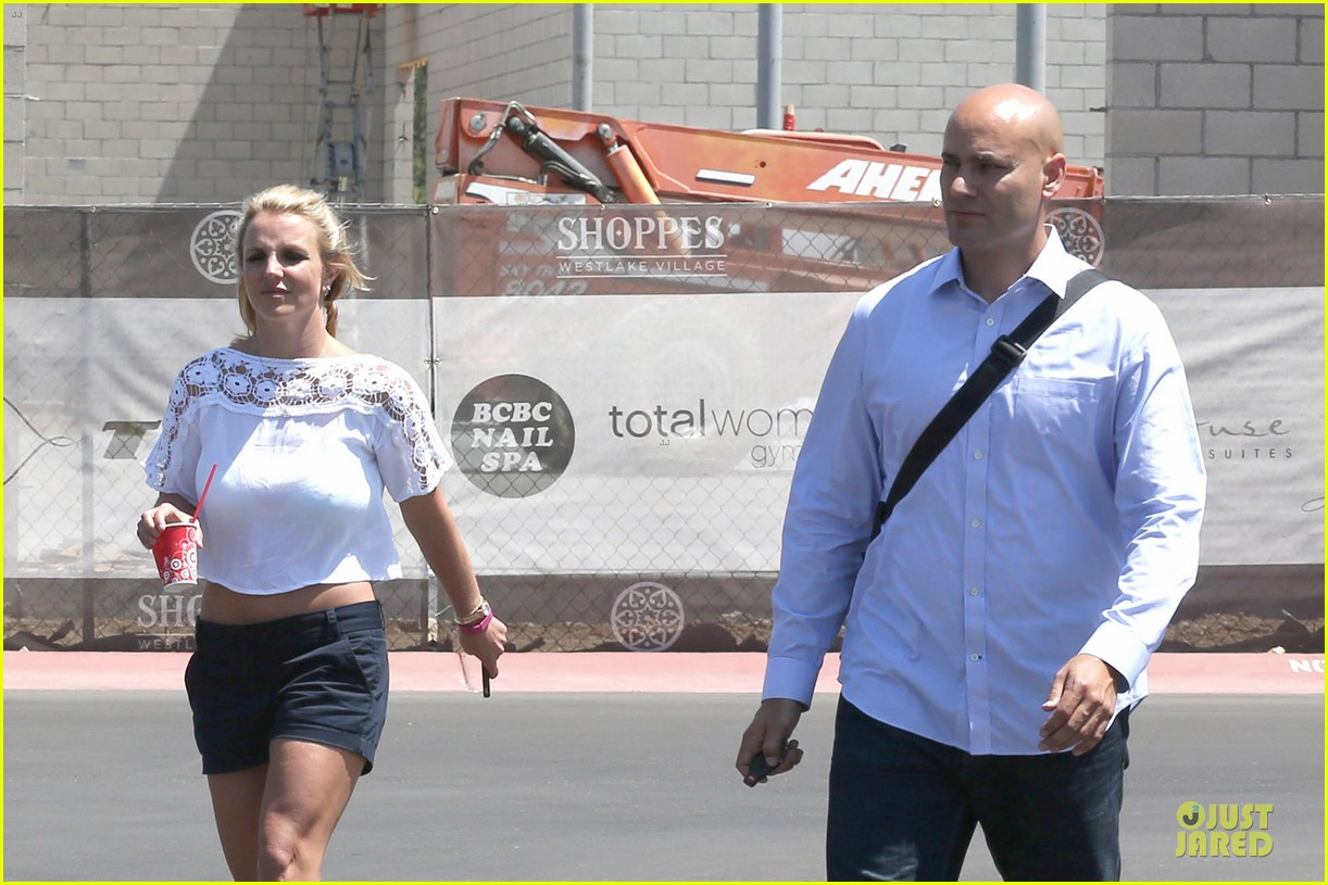 britney spears dumps ice on manager larry rudolph 04